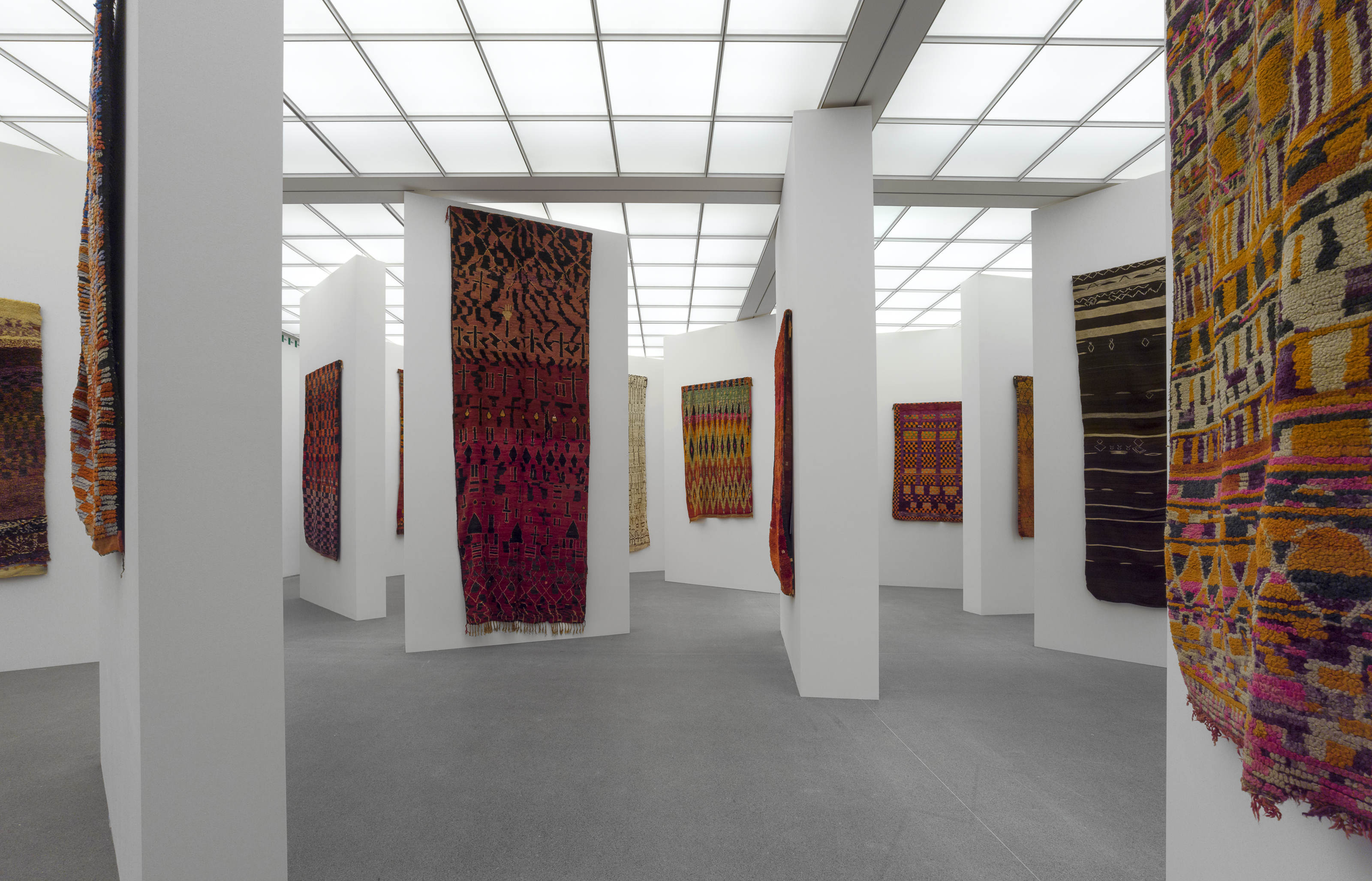 nomaden marokkanische teppiche und die kunst der moderne alte und moderne kunst. Black Bedroom Furniture Sets. Home Design Ideas