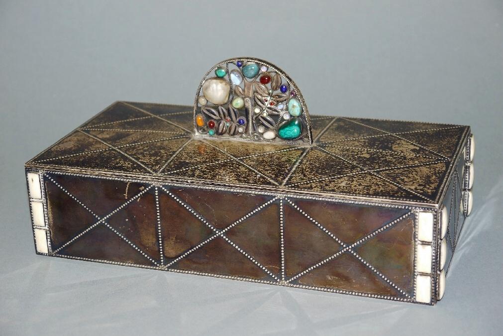 kunst und kuriosa auktion schmuckdose f r wiener. Black Bedroom Furniture Sets. Home Design Ideas