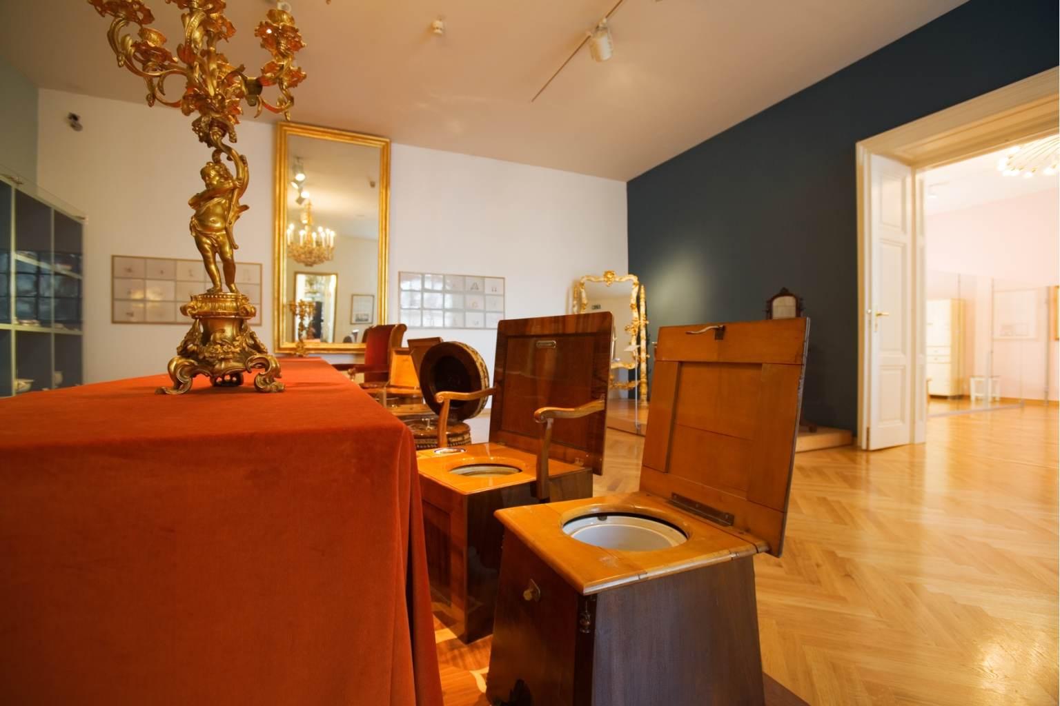 Schloß Schönbrunn Kultur  Und Betriebsges.m.b.H / Hofmobiliendepot  Kategorie: Intime Zeugen