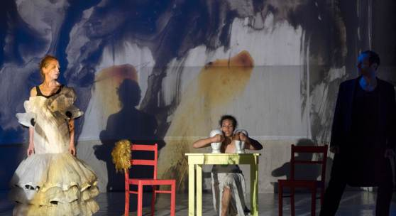 Kandinsky-Proben mit v.l.n.r. Kerstin Schweers, Isabel Wamig, Jörg Thieme. Regie: Arila Siegert. Akademie der Künste 2021. Foto © Mila Teshaieva