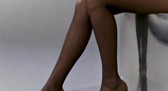 Josephine Meckseper, Blow up (Michelli, Legs, Mirror), 2006; Sammlung Viehof, Courtesy Galerie Reinhard Hauff © VG Bild-Kunst, Bonn 2020