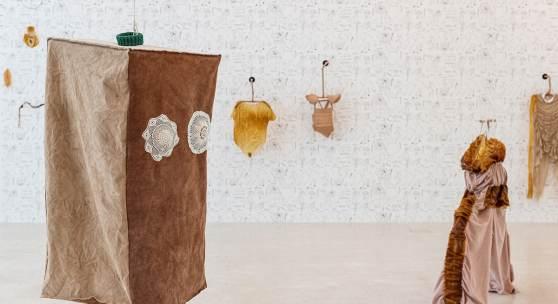 Mercedes Azpilicueta, Bestiario de Lengüitas, exhibition view, Museion 2020. Foto Luca Meneghel