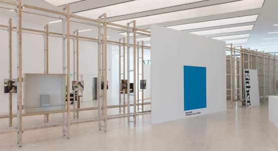 Haim Steinbach, every single day, Museion, Ausstellungsansicht. Foto Luca Meneghel.