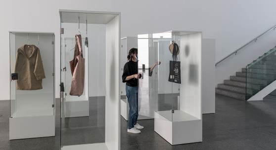 Karin Sander, Skulptur / Sculpture / Scultura Exhibition view. Foto Luca Meneghel, Courtesy the artist and Esther Schipper, Berlin