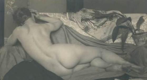 Anton Josef Trcka, Liegender Rückenakt, Wien 1926, Vintage silver print, 12,2 x 17,1 cm, gestempelt, rückseitig beschrieben Foto: Galerie Johannes Faber