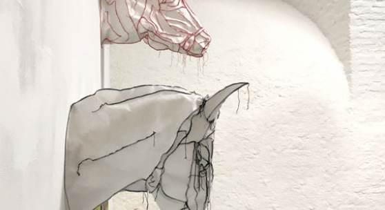 Abbildung: Mela Kaltenegger, Wiener Blut, Die Regeln waren eigentlich allen bekannt, Quantensprung, 2017  Vlies genäht, lebensgroß