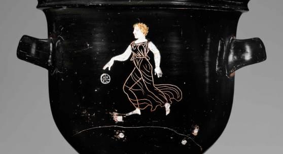 Glockenkrater mit Darstellung einer Ballspielern in Ritztechnik und mit Deckfarben; Gnathia-Keramik, um 350v. Chr.© Staatliche Antikensammlungen und Glyptothek München, Renate Kühling