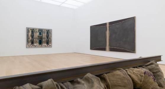 Thomas Struth – Mailänder Dom (Fassade), Mailand (1998) Robert Zandvliet – Stage of Being V (2017) Jannis Kounellis – zonder titel (1993-1994)  Photo: Antoine van Kaam