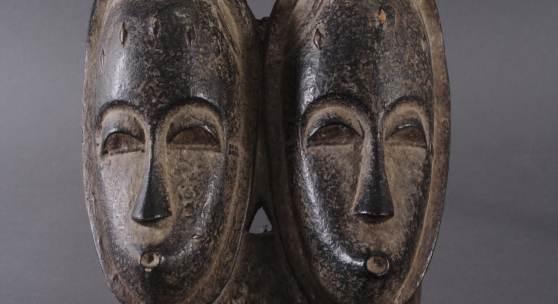 Antike Zwillingsmaske der Baule, Elfenbeinküste, 1. Hälfte 20. Jh.Ausruf: 120,00 €