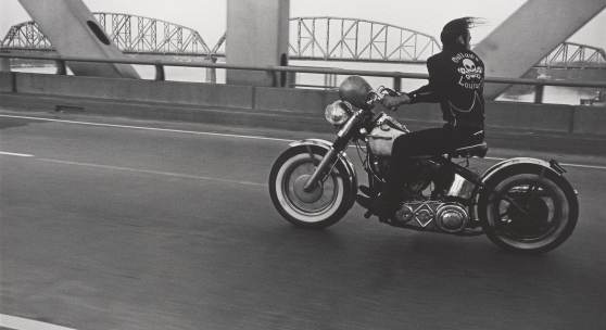Crossing the Ohio River, Louis- ville, 1966, Credits © Danny Lyon / Magnum Photos. Courtesy Gavin Brown's Enterprise