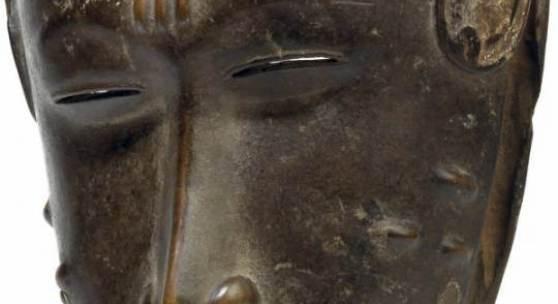 Guro Elfenbeinküste, Maske, Holz, braun und weiß mit Schmucknarben, € 6.000 - 8.000