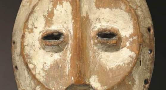 Lega, Dem. Rep. Kongo, Hand-Maske, helles Holz, versteigert für € 32.020