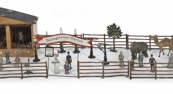 Fa. Georg Heyde Zinnfiguren, Zoologischer Garten, um 1900; Käfige aus Blech, Figuren aus Zinn vollplastisch Rufpreis € 450