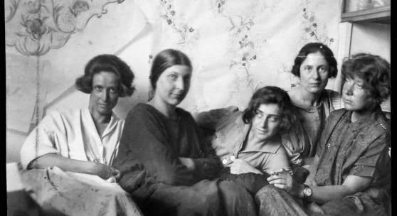 Charlotte Billwiller, Mathilde Flögl, Susi Singer, Marianne Leisching und Maria Likarz, Fotografie, 1924/25 © MAK
