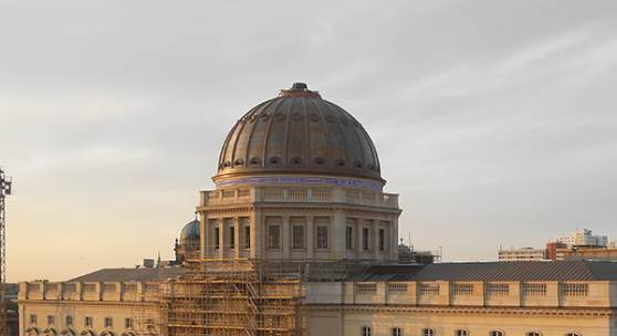 Westfassade des Humboldt Forums mit ausgerüsteter Kuppel © SHF
