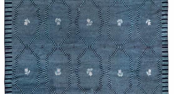 Nr. 124 Josef Hoffmann, Teppich aus der Wohnhalle des Landhauses der Familie Primavesi in Winkelsdorf  Entwurf 1914, Ausführung Johann Backhausen & Söhne, Wien, 380 x 300 cm  Schätzwert € 40.000 - 80.000