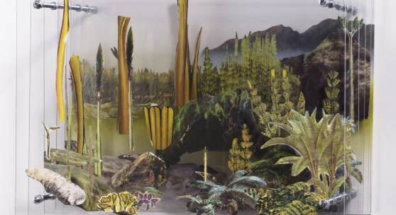 Anja Warzecha: Diorama 5, 2017, Papiercollage auf Acrylglas, Stahl, 23 x 32 x 21 cm
