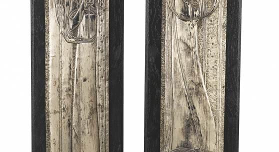 """Margaret MacDonald, Paar Reliefs """"Der Tag"""" und """"Die Nacht"""" ehemals Bestandteil des Rauchschrankes von Charles Rennie Mackintosh. Der Schrank wurde bei der wichtigen VIII. Secessionsausstellung in Wien im """"Schottischen Raum"""" im Jahr 1900 präsentiert, Metall versilbert, 58,6 x 10,6 cm und 58,4 x 10,7 cm Schätzwert € 40.000 – 80.000"""