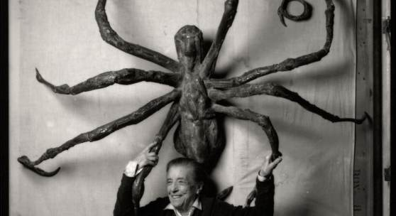 Louise Bourgeois in her Brooklyn studio in 1996 with her sculpture, SPIDER IV. Art: © The Easton Foundation / Licensed by Pictoright and VAGA at ARS, NY, Photo: © Peter Bellamy
