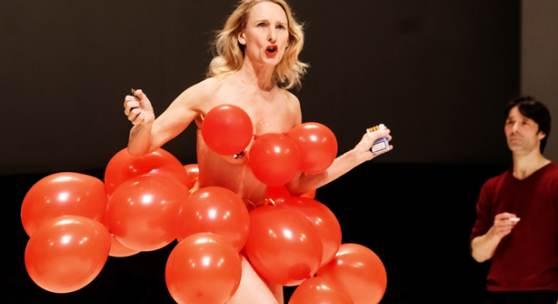 Tanztheater Wuppertal Pina Bausch Masurca Fogo, im BIld: Julie Shanahan & Rainer Behr © Oliver Look