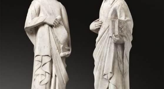 402 Andrea Pisano (Werkstatt)  Um 1290 Pontedera bei Pisa – 1348 Orvieto  Figuren aus einer Verkündigung an Maria. Um 1345 Marmor. 116 cm / 115 cm (45 ⅝ in. / 45 ¼ in.)