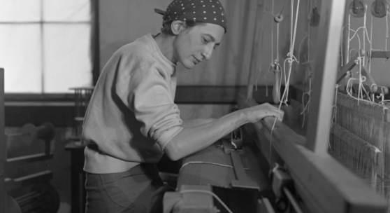 Anni Albers in ihrem Studio im Black Mountain College, 1937, Fotografie von Helen M. Post, Courtesy Western Regional Archives, State Archives of North Carolina Foto: © Kunstsammlung NRW