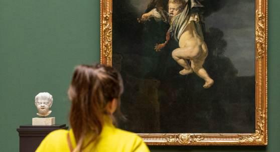 """Rembrandts """"Ganymed in den Fängen des Adlers"""" und Hendrick de Keysers """"Weinendes Kind"""" im Rembrandt-Saal Gemäldegalerie Alte Meister und Skulpturensammlung bis 1800  © SKD, Foto: David Pinzer"""