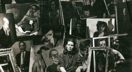 Sam Brody: Alice Neel with paintings, 1940 © Estate of Alice Neel