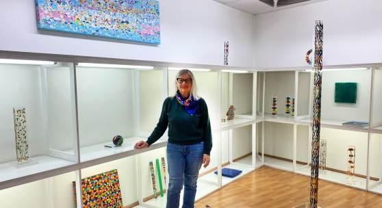 Ausstellungsansicht mit Susi Kramer (c) carzaniga.ch