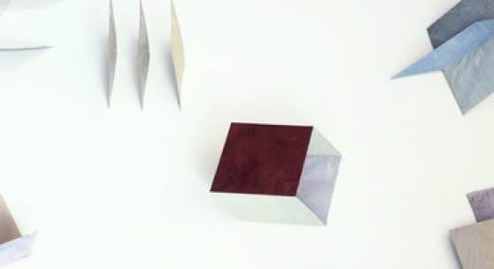 """Marianne Pohl, Aus dem Würfel, 1986/87 Installationsansicht """"Papierarbeiten"""", Galerie Maier-Hahn, Düsseldorf 1987"""