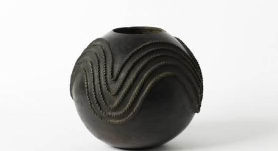 Azolina MaMncube Ngema, Biergefäß, 20. Jahrhundert, Südafrika / Zulu Foto: Die Neue Sammlung – The Design Museum (A. Laurenzo)