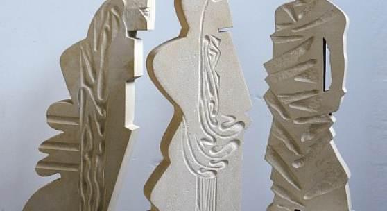 Ludwig Stocker  Im Schwerpunkt / Bewegtes Stehen / Aufmerksam, 2013  Savonniere, zwischen 77 und 85 cm hoch  Ref. 543-545
