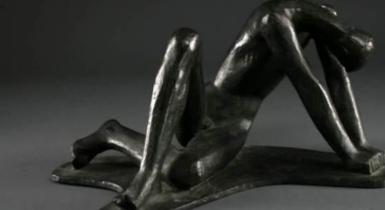 """Auktion: 28.04.2012 Frühjahrs-Auktion  Lot Nummer: 5327/38 Jürgen Klein (1904-1978), figürliche Bronze, monogr. """"J.K."""", """"Der Getroffene"""" (Männlicher, gestrauchelter Akt), Gießerstempel """"Barth"""", H 16cm. Limit € 1000,00"""