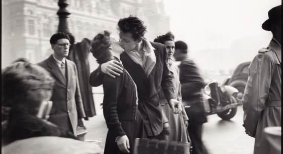 Los 57, Robert Doisneau, 'Le baiser de l'Hôtel de Ville', Paris 1950, Schätzpreis: 12.000 - 14.000 Euro
