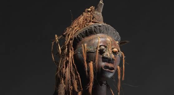 Hervorragende, komplette Nkishi Figur der Songye (Kongo), Höhe 102 cm, Schätzwert € 220.000 - 240.000