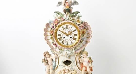 MEISSEN, um 1900: Große Prunkpendule mit den Allegorien der Tageszeiten, Modell