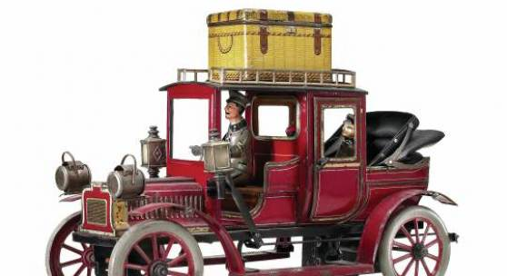 Nr. 743 Carette & Cie., Georges Landaulet, ungemarkt, Deutschland, Nürnberg, 1911, Maße: 180 x 310 x 120 mm, guter Allgemeinzustand, Gebrauchsspuren, Uhrwerk funktionstüchtig; Schlüssel fehlt  Limit: 7900 EUR