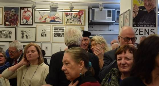 Vernissage der Ausstellung in memoriam Herwig Zens (c) kleinegalerie.at
