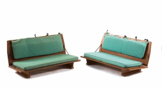 Wright, Frank Lloyd USA Paar Klappbänke aus dem 'Unitarian Meeting House', 1946-1951 Schätzpreis: 3500 - 4000 EUR
