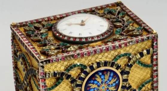 """Daniel de St. Leu """"Watchmaker to her Majesty"""", London, Werk Nr. 3632, 96 x 68 x 80 mm, circa 1790  Bedeutende, schmucksteinbesetzte Musikspieldose mit zwei Melodien und integrierter Uhr für den chinesischen Markt , Katalog Nr. 88 Schätzpreis 110.000 - 140.000 €"""
