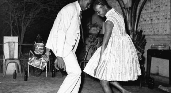Malick Sidibé, Nuit de noel (happy club), 1963, Tirage argentique baryté, Estimate: € 16 000 – 18 000  (c) ARTCURIAL