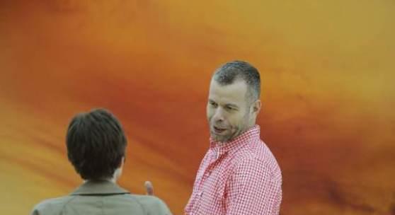 Wolfgang Tilmans beim Aufbau seiner Installation in der Staatsgalerie Stuttgart, 24.2.2011