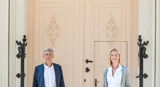 Generaldirektorin Dr. Johanna Rachinger und Museumsdirektor Dr. Bernhard Fetz Eingangsportal des Literaturmuseums