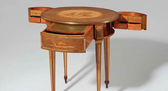 """Nr. 395 560 Ovaler Arbeitstisch von David Roentgen Neuwied, um 1775 – 80. Monogrammiert """"DR"""". H 72, B 65, T 46 cm Schätzpreis: € 150.000 – 200.000,-"""
