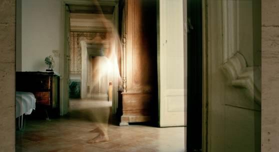 CARMEN BRUCIC Nie könnte ich die Liebe zum Fenster hinauswerfen (Arthur Rimbaud)2008 analoger 4C-Printauf Aluminium, Diasec Edition of 3 71 x 100 cm