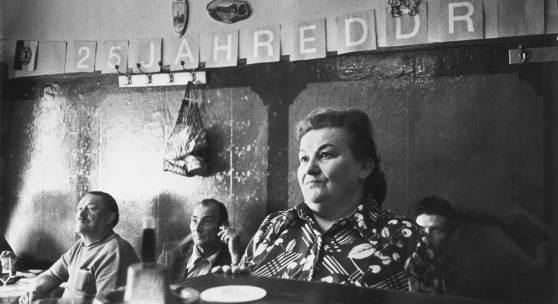 Helga Paris Aus der Serie Berliner Kneipen, 1974 Foto © Helga Paris. Quelle: ifa (Institut für Auslandsbeziehungen)