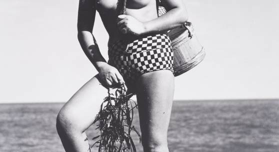 """Die """"Meerfrauen"""" Japans  Sie sind fast so berühmt wie die Geishas – die """"Meerfrauen"""" (ama), die ohne Atemausrüstung vor der Küste Japans nach Meerestieren tauchen, Schwarz-Weiß-Fotografien, H 50 - 80 cm, B 40 - 60 cm, Japan, Mitte 20. Jh., Private Sammlung, Copyright: BachmannEckenstein"""