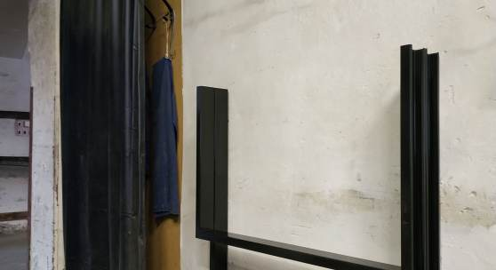 Anita Leisz, ohne Titel / untitled 2019 Eisen, schwarze Grundemaillierung / iron, black ground-coat enamel 99 x 110 x 16,4 cm Riess Werke, Ybbsitz © Anita Leisz