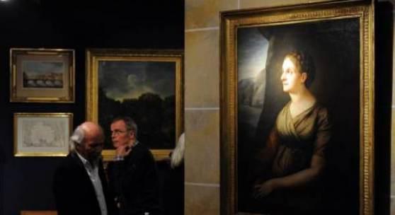 Bereits zum Auftakt der Kunst- und Antiquitäten-Tage verzeichneten die Aussteller viele Verkäufe. Gefragt waren am Mittwochabend unter anderem Gemälde. Foto: Peter Grewer