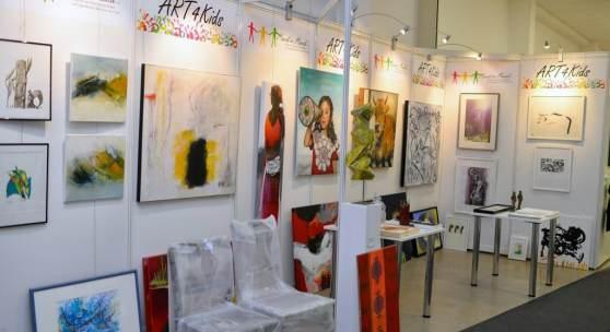 """Kunst für Kinder Charity-Aktion """"Art4Kids"""" auf der ARTe unterstützt Jugendausbildungszentrum in Ghana"""